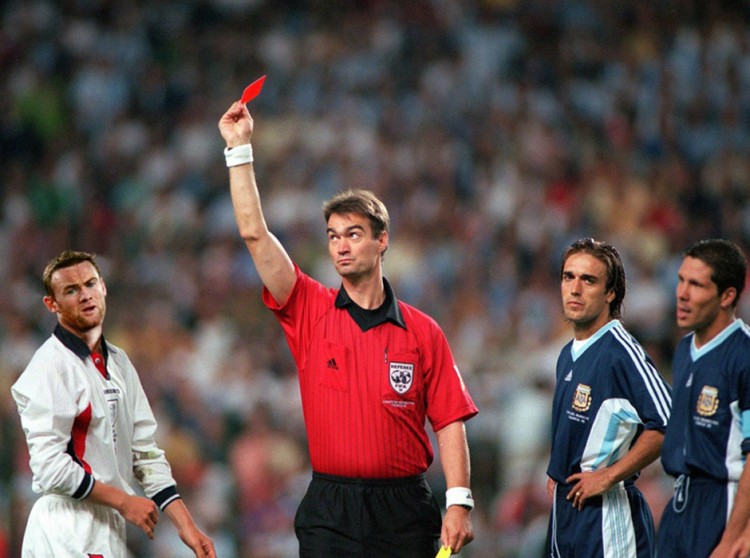 2Rooney-red-card-marte