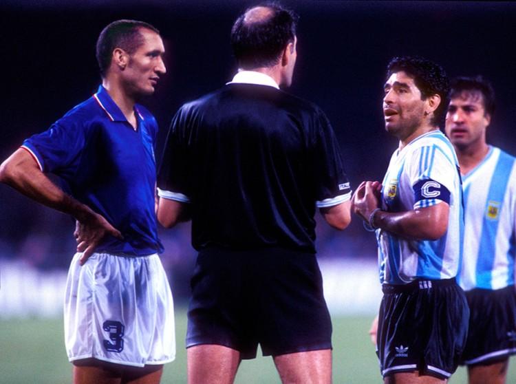3Chiellini-Maradona-marte