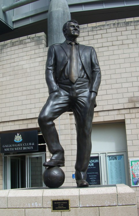 bobby_robson_statue_newcastle
