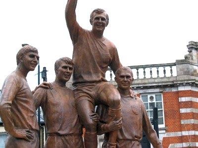 champions_statue