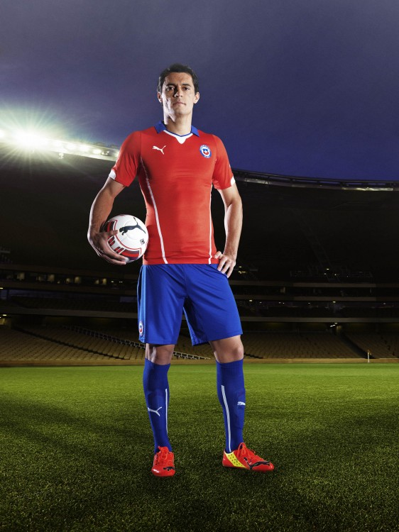 Marcos Gonz‡lez in the 2014 Chile Home Kit that features PUMA's PWR ACTV Technology