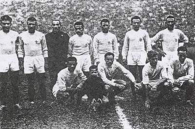 Sloan (front-row, far right) with AC Milan against Torino