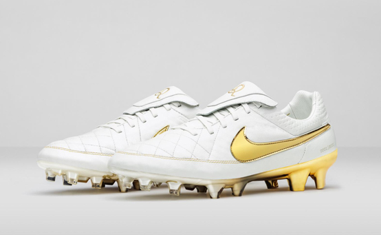Nike_Football_Ronaldino_Tiempo_Gold_DET_08_rectangle_cover
