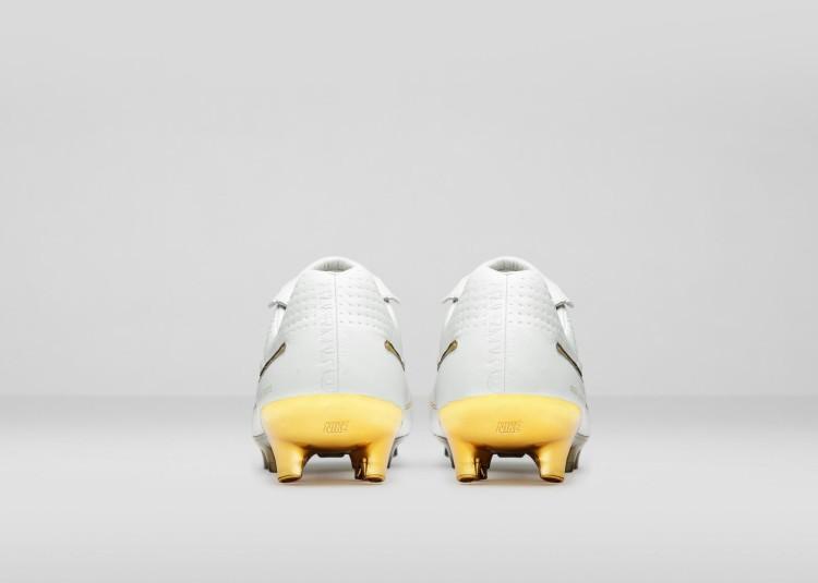 Nike_Football_Ronaldino_Tiempo_Gold_HEEL_rectangle_1600