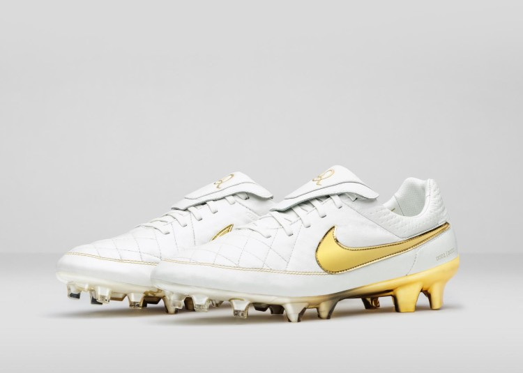 Nike_Football_Ronaldino_Tiempo_Gold_R_PAIR_rectangle_1600