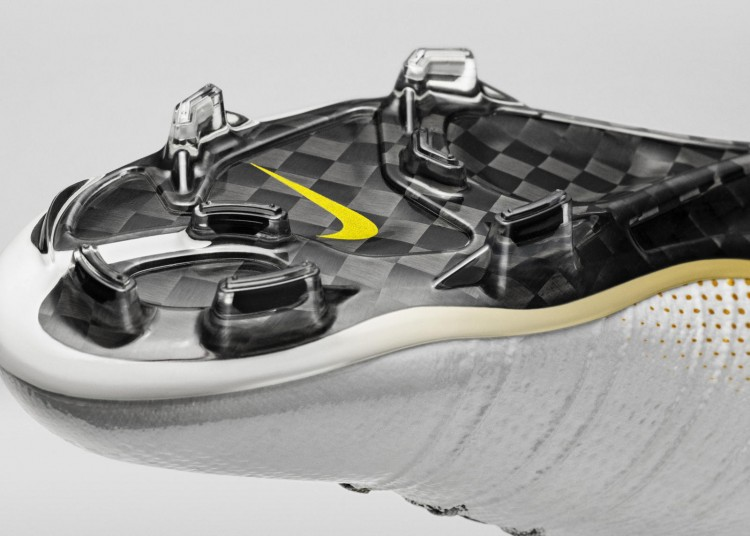 Nike_SP16_Superfly_CR7_gold_PLATE_view_08_rectangle_1600