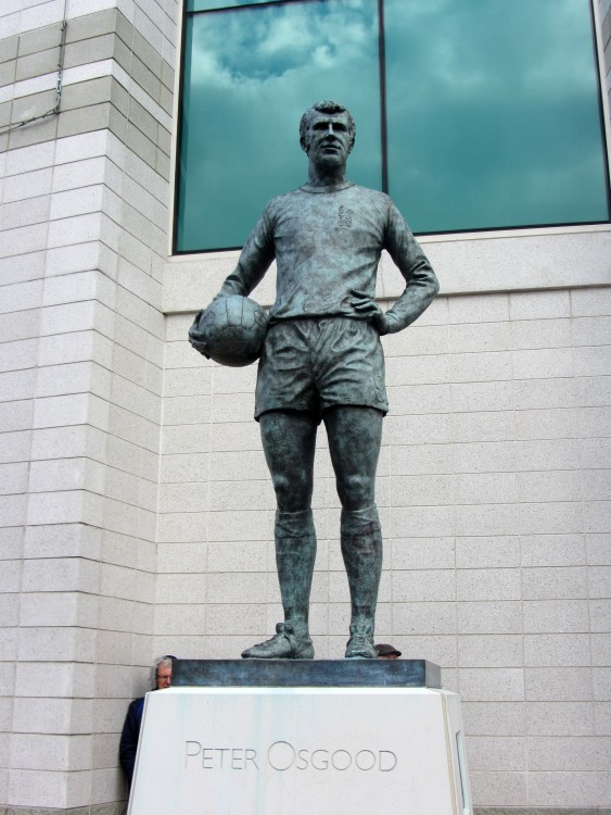 peter_osgood_statue_outside_stamford_bridge