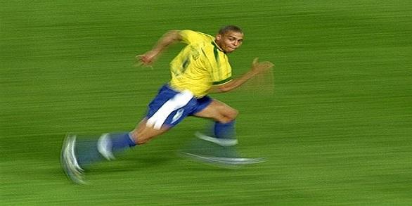 Ronaldo_running wide
