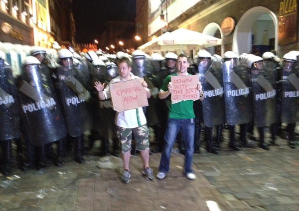 blog_irelandfans_protest1