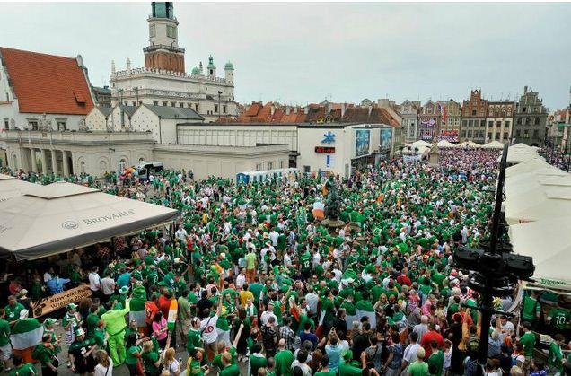 irish-fans-poznan-square