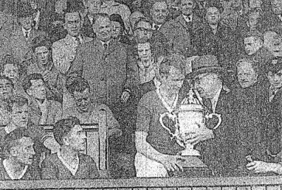 Irish Press: Oscar Traynor presents the FAI Cup to Saint Patrick's Athletic in 1961.