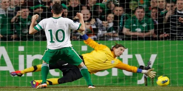 robbie keane v estonia penalty