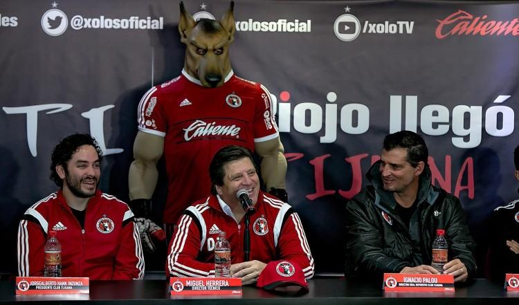 sdut-xolos-soccer-tijuana-miguel-herrera-introduced-2015dec01