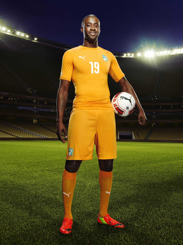Toure-wears-the-2014-Ivory-Coast-Home-Kit_02.jpg